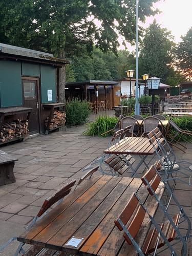Die Laube Biergarten Sonnenuntergang.jpg