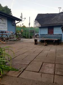 Die Laube Eingang Biergarten .jpg