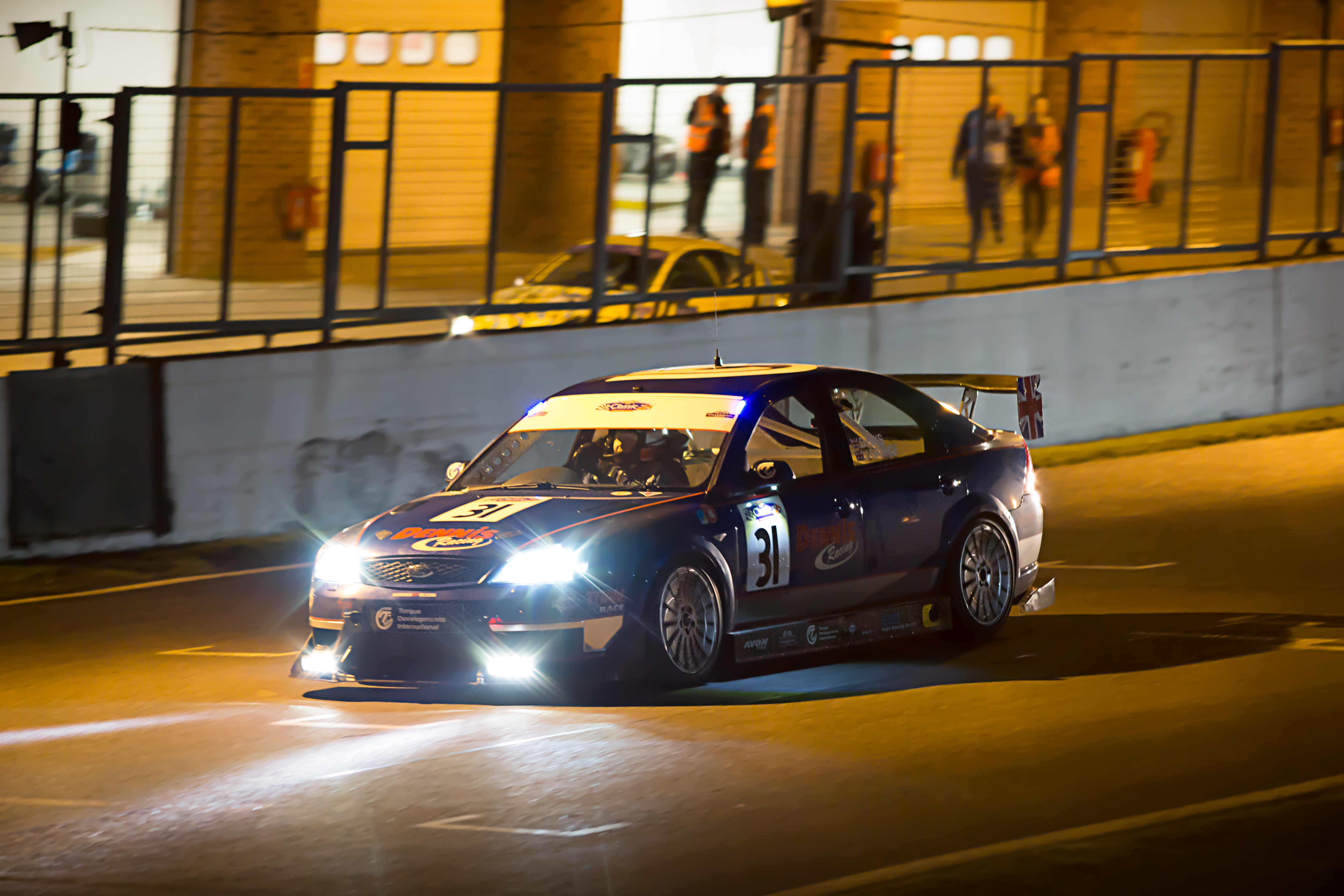 Brands hatch night race 2017