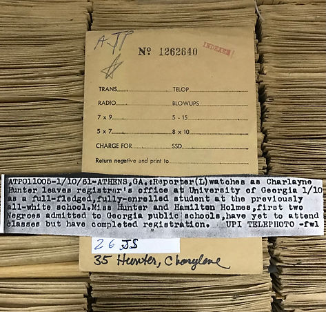 Getty Image index card for photo of reporter and Charlayne Hunter