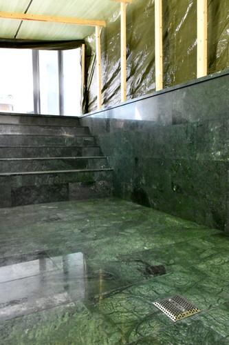 Westend, Talo T, uima-allas vihreää marmoria