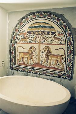 Reproduction_mosaïque_antique_pour_S.D.B._privée.Tesselles_de_marbre.2002