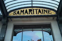 Restauration des enseignes des magasins La Samaritaine. Paris