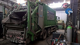 Onderhoud aan vuilniswagen bij D.C.S. Nijmegen