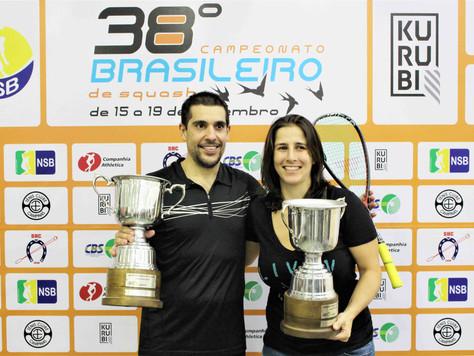 Squash Brasileiro tem uma nova Campeã e um Campeão que não quer largar o osso