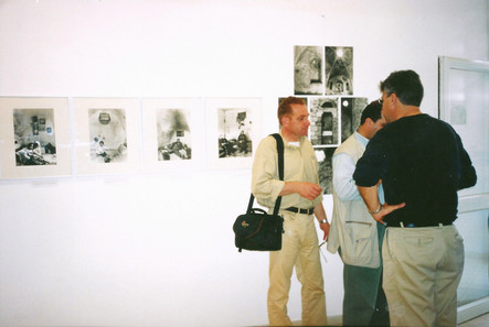 מרחב של מרחקים, עם רפי ספייא ליד העבודות של רולה הלוואני, מאי 1999