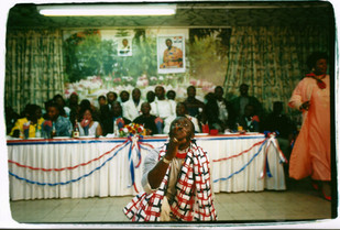 גאנה בישראל, אוצרות שטח בשיתוף עובדים מגאנה: ג'וני, ננה,  צילום: מירי יהודה, מרץ 2001