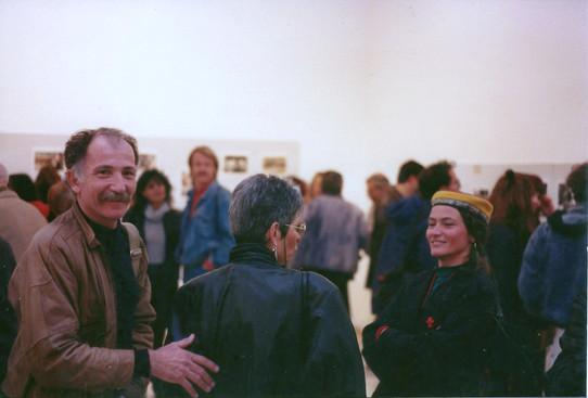 שלמה ערד בתערוכה מעבר לקו, צילומי עיתונות מהאינתיפאדה, דצמבר 1991