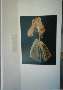 ספריה מזרחית, מאיר גל, העבודה, תשעה מתוך ארבע מאות, בכניסה לתערוכה, מרץ 2000