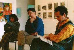 פגישת צוות בגלריה בעת תערוכת ילדים, יוני 1989