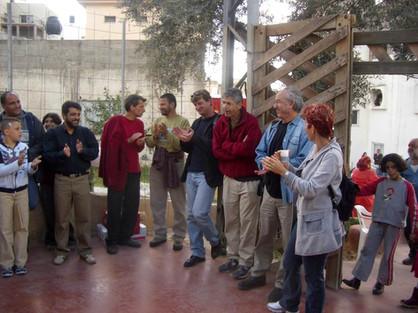 במרכז התצלום, יואב מאירי, מוחמד רבאח, הנס פלדה, מוחמד עלי דיאב באירוע חנוכת גינת חצר אל חלאייל