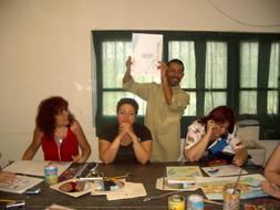 ניצן צברי מנחה השתלמות מורות ומורים לאמנות, גלריה ואוצרות בבית הספר, יוני 2006