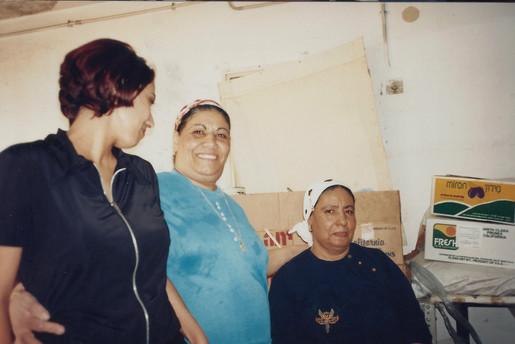 בלוק, תהליך אוצרות שטח, חן שיש משמאל ואמה מימין, צפת, ינואר 1997
