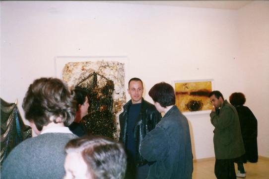 תערוכת הפתיחה, עמי שטייניץ אמנות עכשווית, שי לחובר וברקע עבודות של דורית יעקובי ינואר 1990