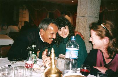 חי על חורבנו, עבודת וידאו, תרצה אבן ובשמת אלון עם מוחמד לאחם ממחנה הפלטים דהיישה, ינואר 1999