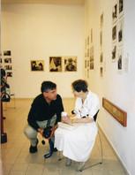 מרחב של מרחקים, עם רעייתו של ולטר צדק, מאי 1999