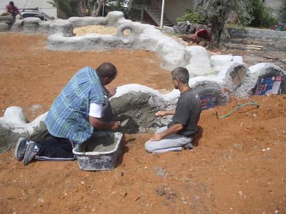 בניית הגינה בעבודה משותפת עם השכנים