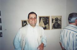 מרחב של מרחקים, נאקאשיאן הבן ליד עבודות אביו, מאי 1999
