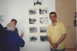 מרחב של מרחקים, עלי זערור הנכד לפני תצלומי סבו, מאי 1999