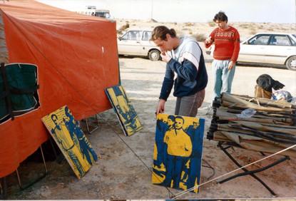 הצבת תערוכה במסגרת המחאה מול אנסאר 3, ינואר 1989