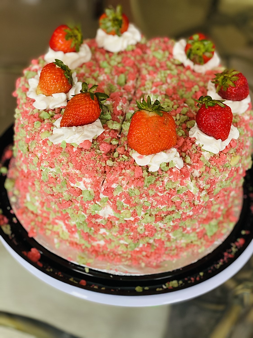 Strawberry Keylime Crunch Cake