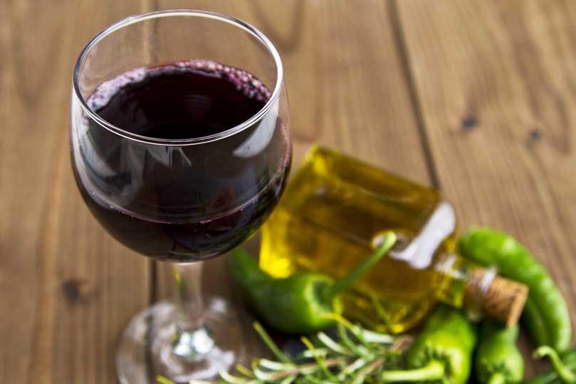Vino rosso e olio d'oliva insieme