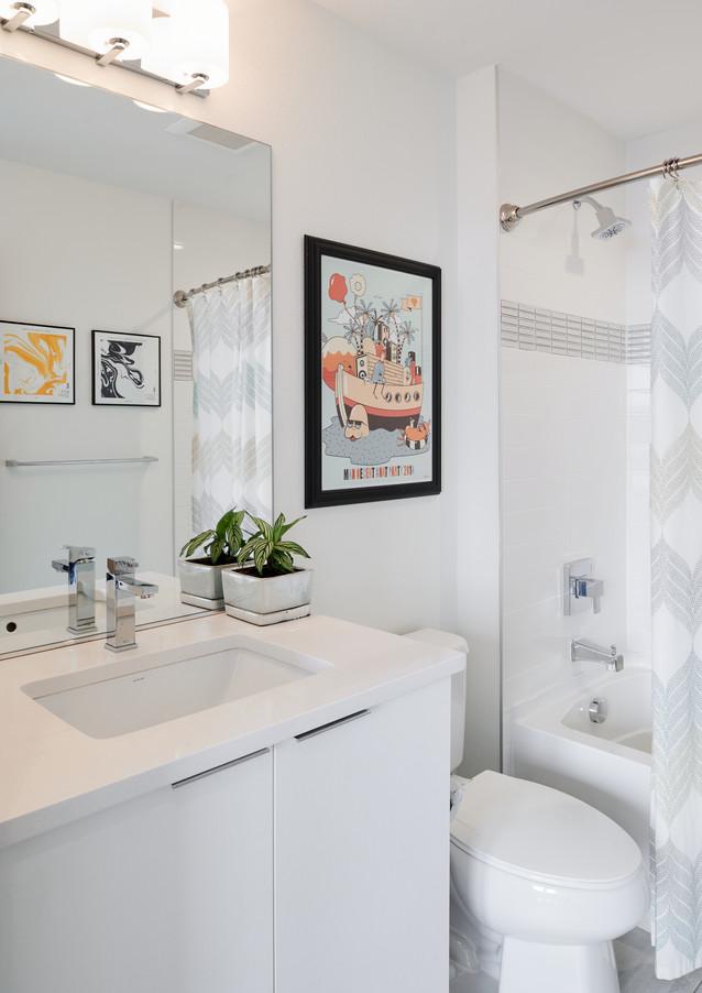 en suite guest bath