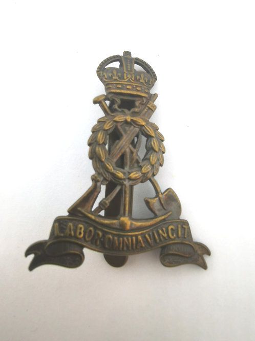 WWI Royal Pioneer Corps Cap Badge Labor Omnia Vincit