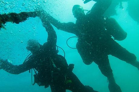 Divers descending down the shot line on our PADI Deep Diver Course.