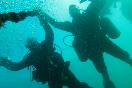Divers descending down the shot line on our PADI Deep Diver Course.