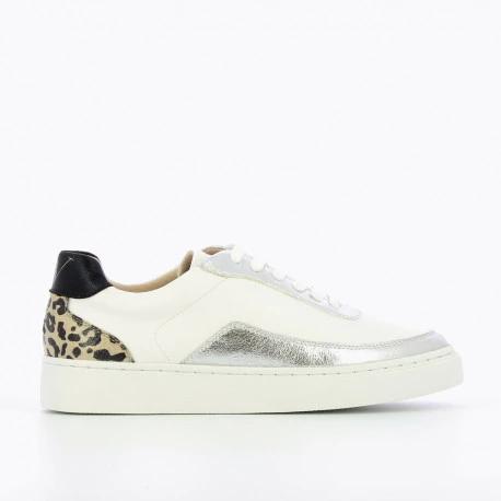 VANESSA WU BASKETS blanches et argentées détail léopard