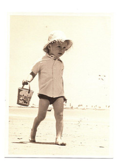 Playas -- On my way to find what didn't exist in Playas --  dry white sand.jpg