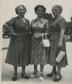 Three sisters_ Margit Braasch (nee Partos), Magda (Moschi) Koppel (nee Partos) and Elisabeth (Liesch