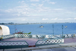 Hotel Humboldt 1966 Vista a la Bahia Central Panoramica.jpg