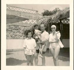 Lynn, Jerry, Erwin, and Dita Gumpel -- 1952, Playas
