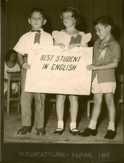 Peggy Grunewald (center) _ Escuela Americano -- 1960, Guayaquil