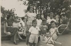 From left (sitting on bench in back) Gerda Sifnaghel (nee Gumpel); Katja Sifnaghel; Peter Albers (in