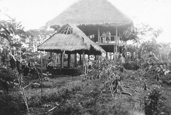 The first house the Aron family lived in, halfway between Puyo and the new homestead _La Libertad.jp
