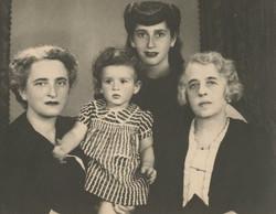 4 Generations, 1942, Guayaquil -- from left_ Elisabeth (Lieschen) Gumpel (nee Partos), Katja Sifnagh