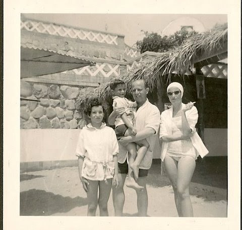 Lynn, Jerry, Erwin, and Dita Gumpel -- 1952, Playas