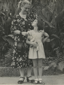 Katja Sifnaghel and her grandmother, Elisabeth (Lieschen) Gumpel (nee Partos)