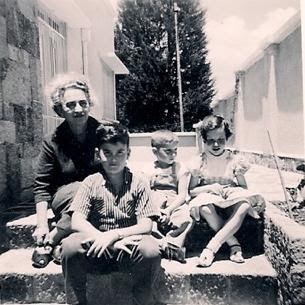 Elisabeth (Lieschen) Gumpel (nee Partos) with three of her grandchildren.jpg