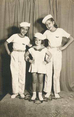 Form left_ Cati Cohn, Katja Sifnaghel, and Marion Kainz (cousin of Cati Kohn)