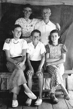 The Aron family (1941)_ Margot, Werner, Renate, Gert, and Marianne.jpg
