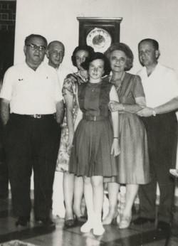 Manea Sifnaghel, Gustav Gumpel, Dita Gumpel (nee Ginsberg), Lynn Gumpel, Lieschen Gumpel (nee Partos