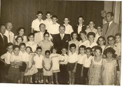 Club Israelita, Guayaquil, ca. 1960 -- Visita del Embajador de Israel (centro).jpg