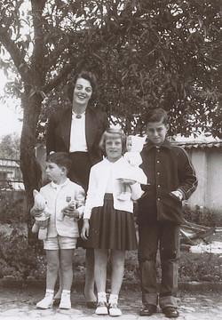 From left_  Ralph Grunewald, Ilse Grunewald (nee Koppel), Peggy Grunewald, Fred Grunewald -- 1960, Q