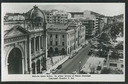 Guayaquil -- Malecon Simon Bolivar.jpg  En primer termino en Palacio Municipal.jpg