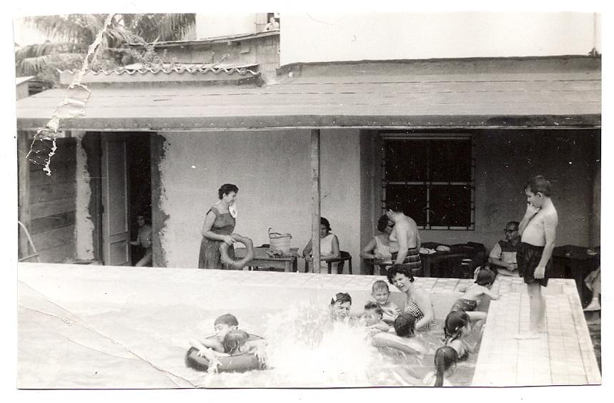 Club Israelita, Guayaquil, Ecuador, ca.jpg 1960 -- Piscina del Club.jpg