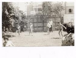 Club Israelita, Guayaquil, Ecuador, ca.jpg 1965 -- Niko Sifnaghel lleva la bola.jpg